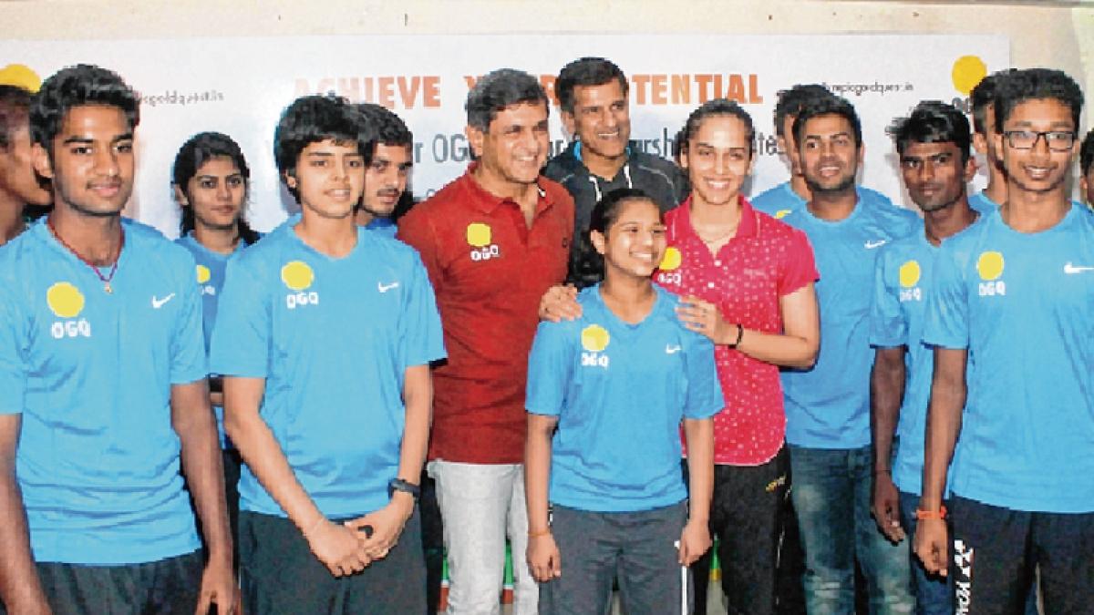 Saina's coach and Prakash Padukone differ on Sindhu