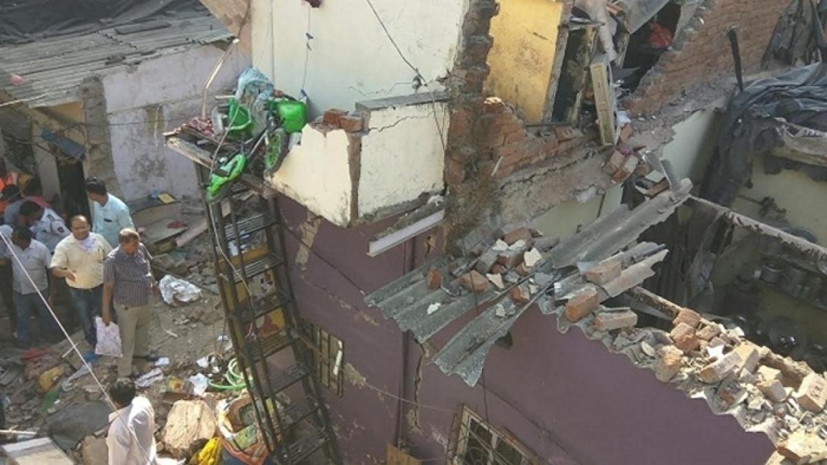 Mumbai: 3 of family killed, 12 injured as house collapses in Mankhurd