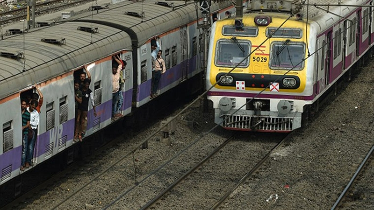 Now Indian Railways plan to go cashless for ticket booking, renew passes