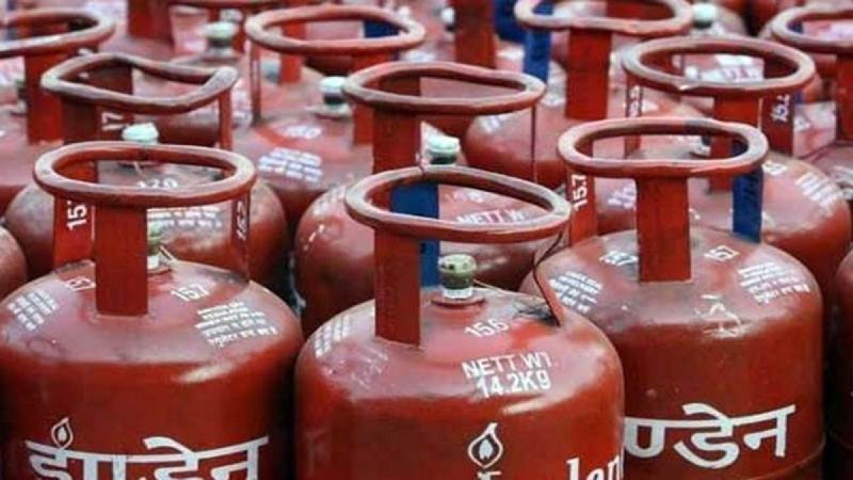 Bhopal: 34 LPG cylinders seized from refilling godown
