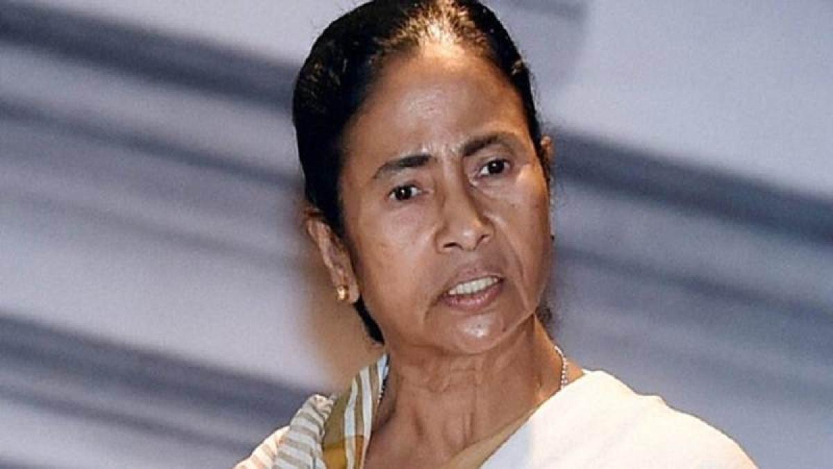 Kolkata: Woman breaches security cordon, gets onto Mamata Banerjee's dais