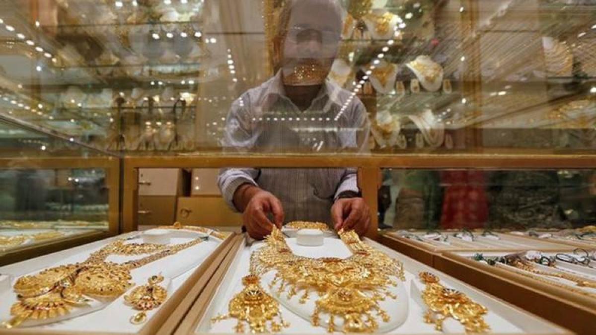 Jewellery stocks tumble up to 6.6 pc on Dhanteras