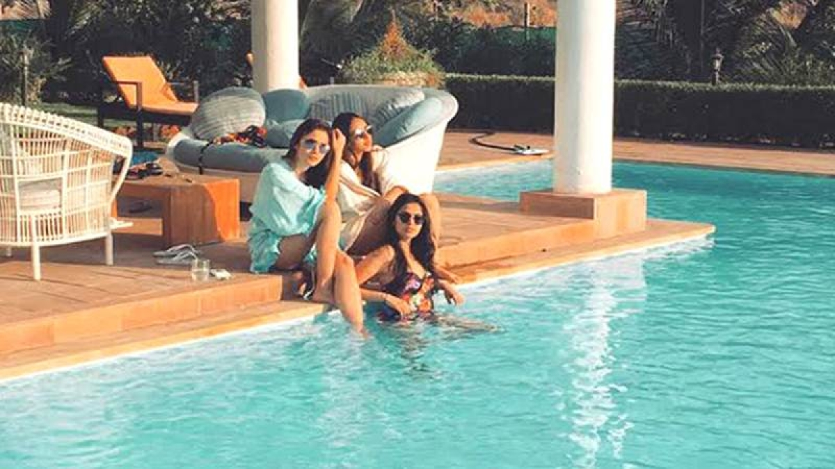 Alia Bhatt's pool time date with friends