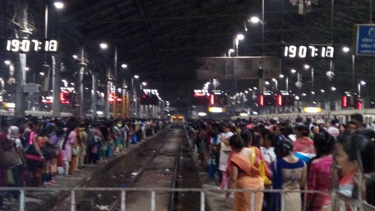 Fire near tracks disrupts local trains in Mumbai