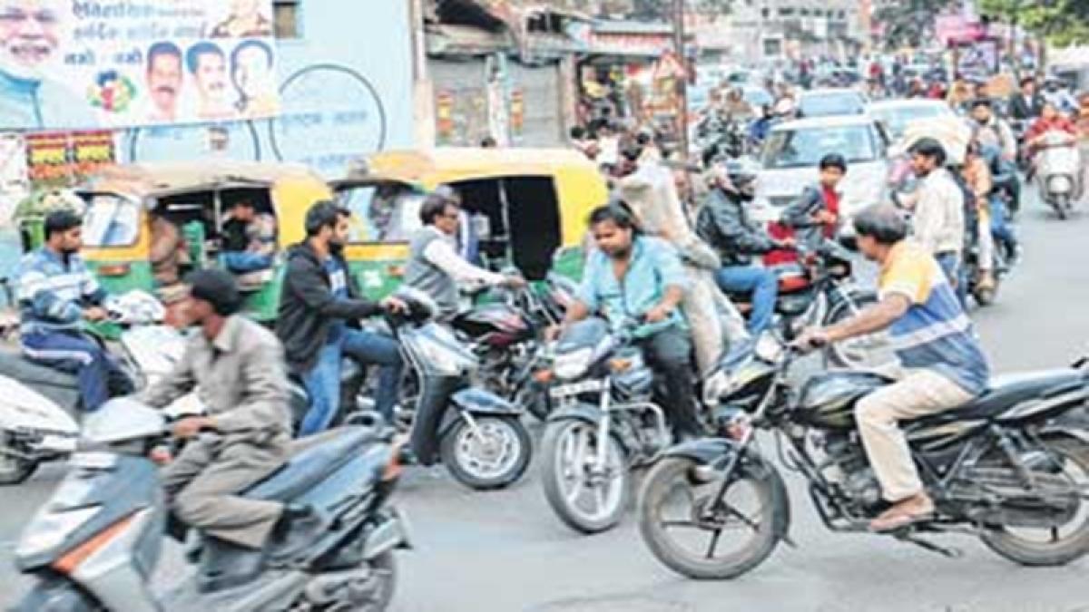 Indore: Traffic chaos mars Khatipura Crossing