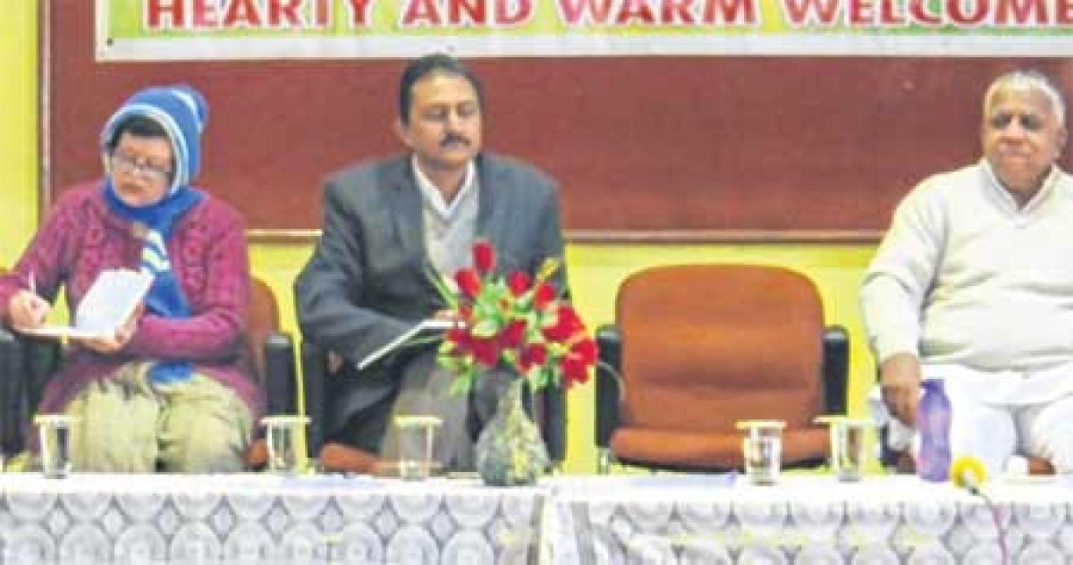 Bhopal: Keep away from Smart phones, social media