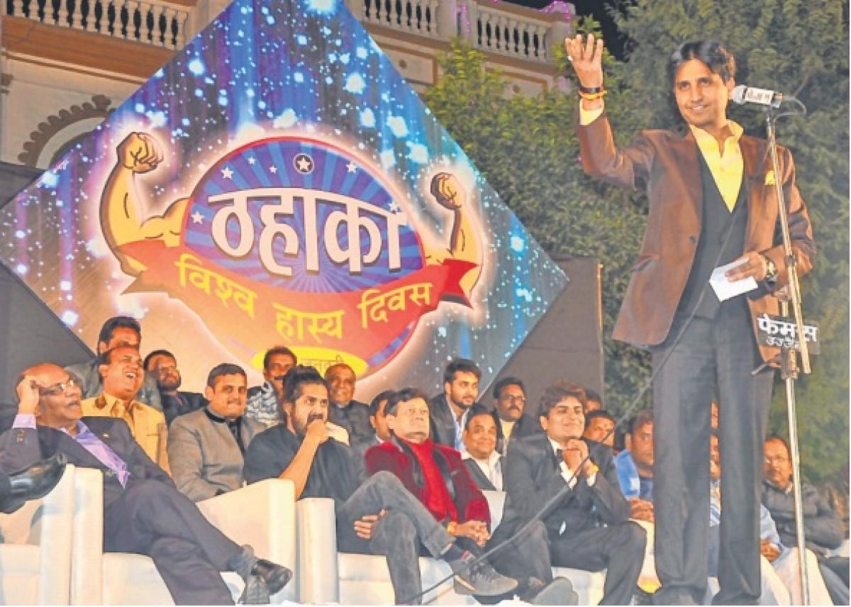 Ujjain: Kumar Vishwas tickles audience at 'Thahaka Sammelan'