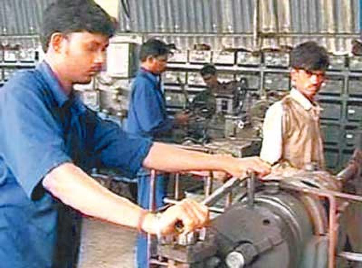 MSME ministry to set up 20 technology centres: Giriraj Singh