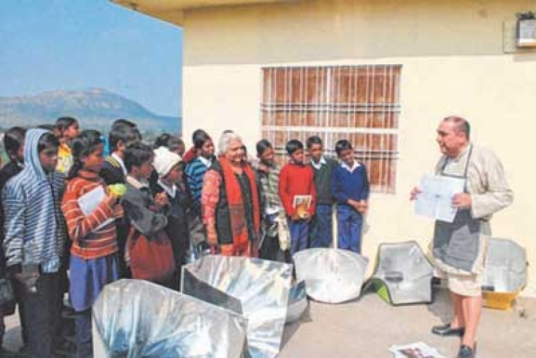 Indore: Solar cooking session at Jimmy McGilligan Centre