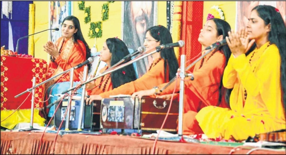 Ujjain: Know god, love god says Padmahasta Bharti