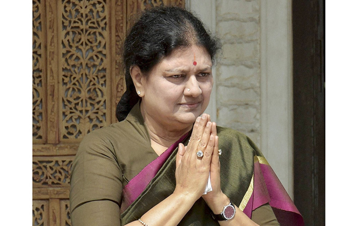 Emotional Sasikala steps  into Amma's shoes finally