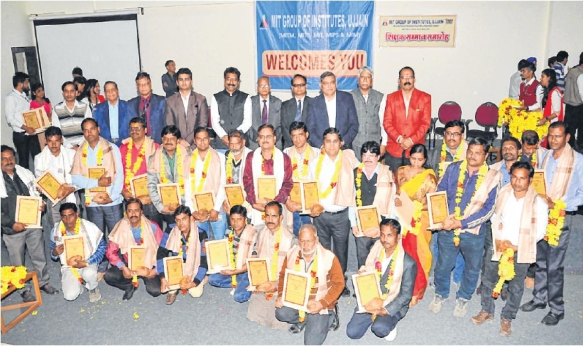 Ujjain: Teachers felicitated by Mahakal Group