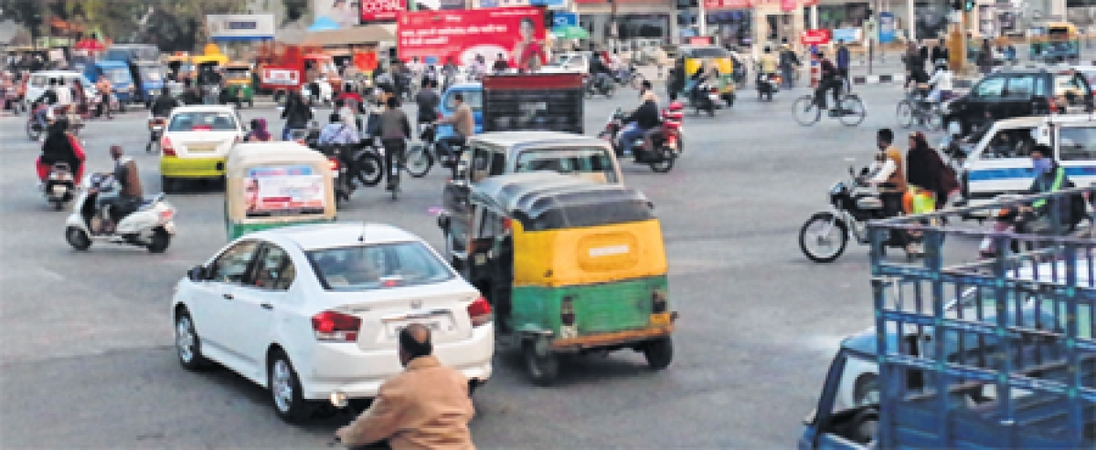Indore: Traffic remains messy at Rasoma Square