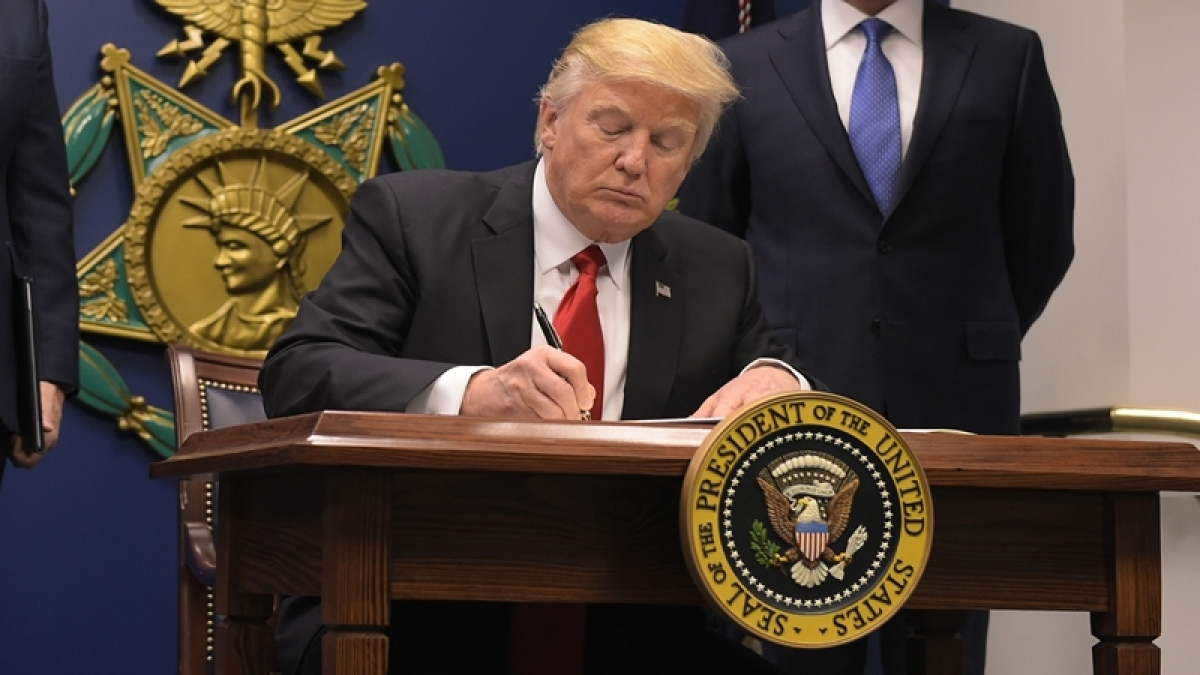 Travel ban: People denied entry to US can reapply