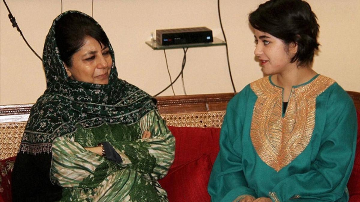 Jammu-Kashmir govt backs Zaira, warns extremists not to blackmail Kashmiris