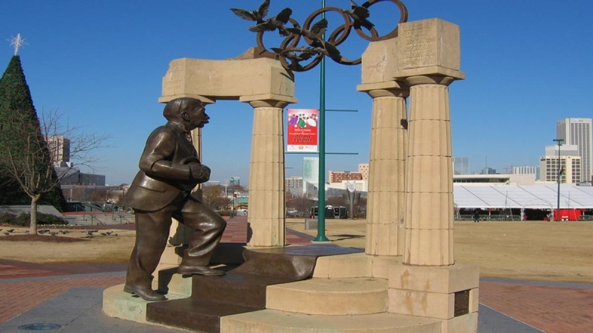Chinese sculptor donates Pierre de Coubertin statue to IOC