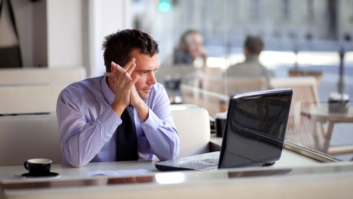 Agony Aunt helps you to deal with the workplace problems