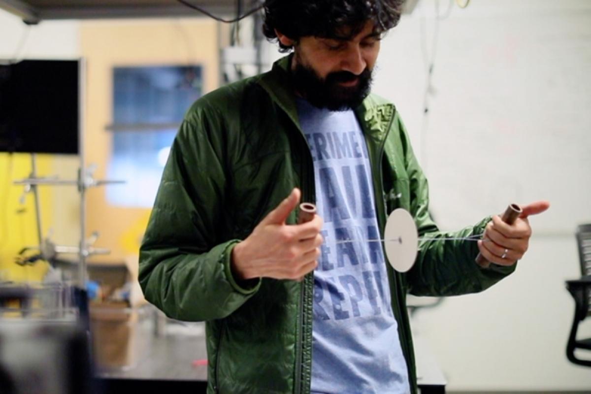 Hand-powered blood centrifuge developed