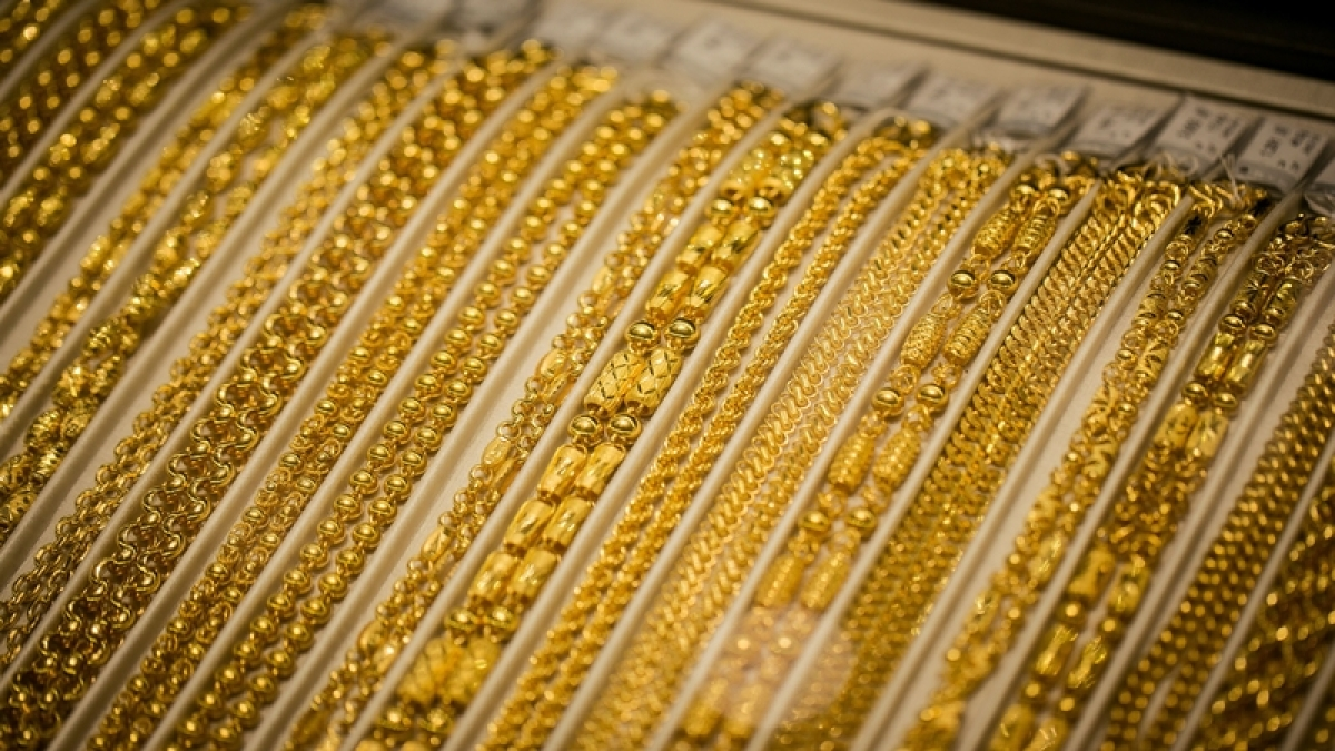 Gold prices rise to Rs 38,281 amid uncertainties over US-China trade deal