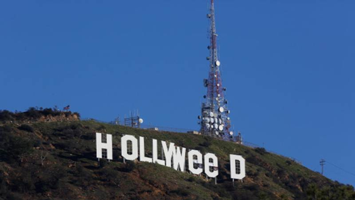 """Hollywood sign vandalized, reads """"Hollyweed"""" now"""