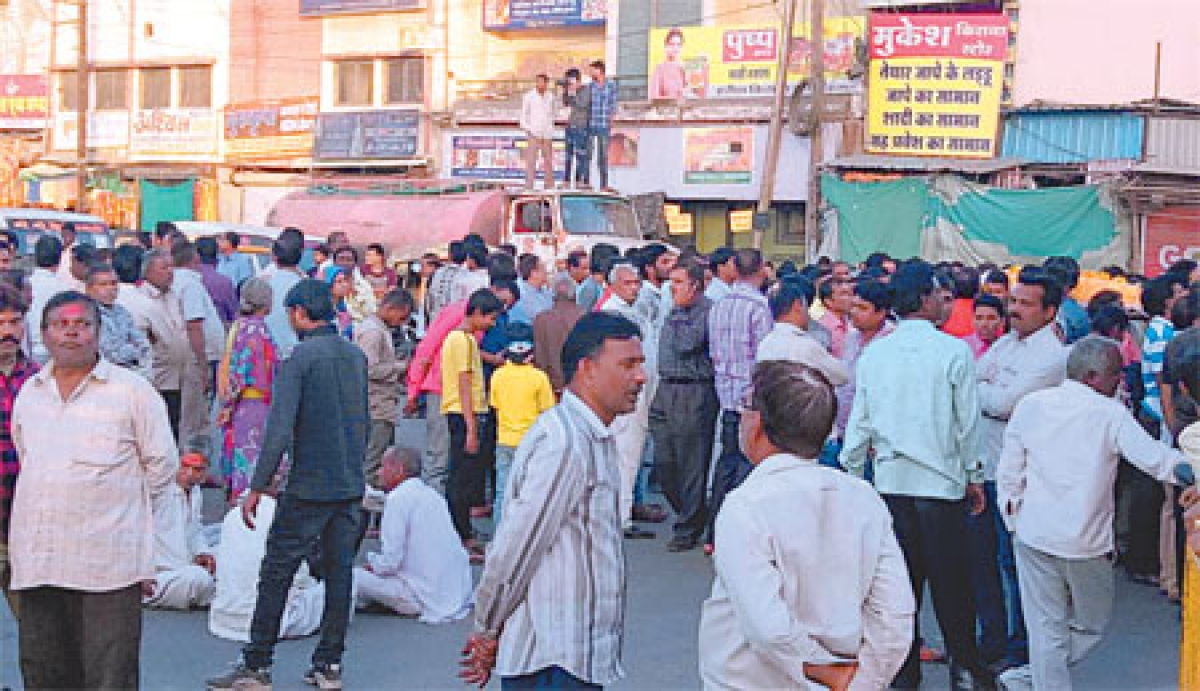Indore: Angry kin, residents block road; demand immediate arrest of accused