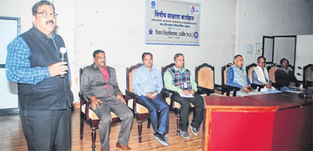 Ujjain: Digital transaction awareness workshop at Vikram University