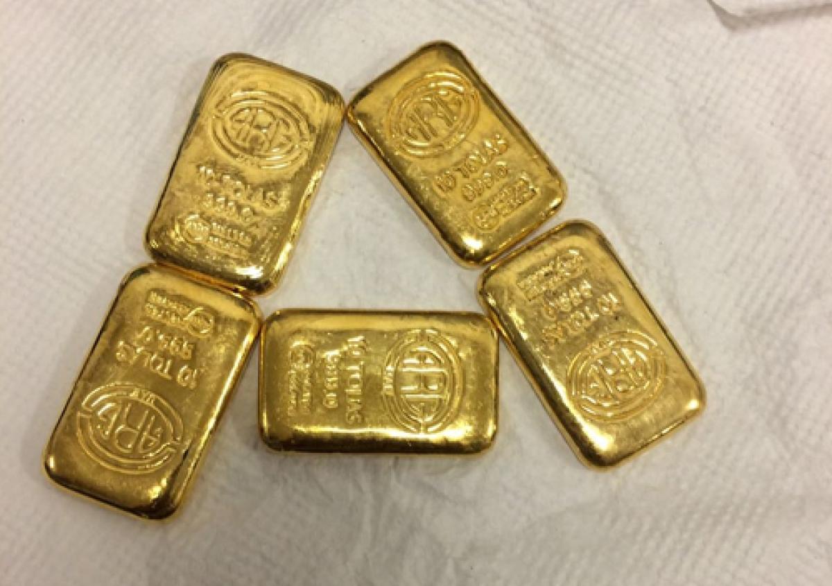 DRI officials intercept vehicle near Indo-Bangla border, seize 4.5 kg gold worth Rs 1.85 crore