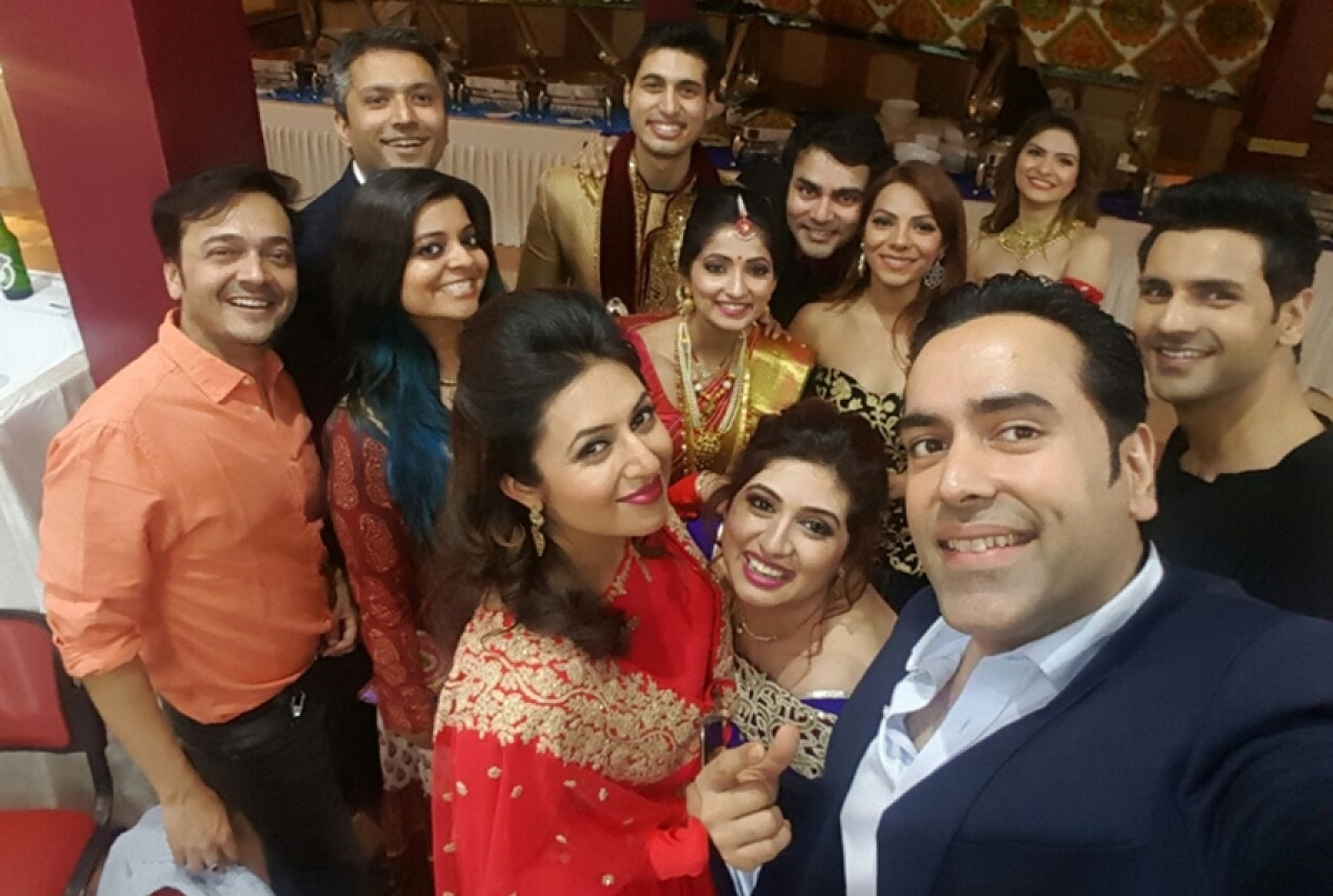In Pictures: Divyanka Tripathi, Rajan Shahi graced Vahbiz Dorabaji's brother's reception in Mumbai