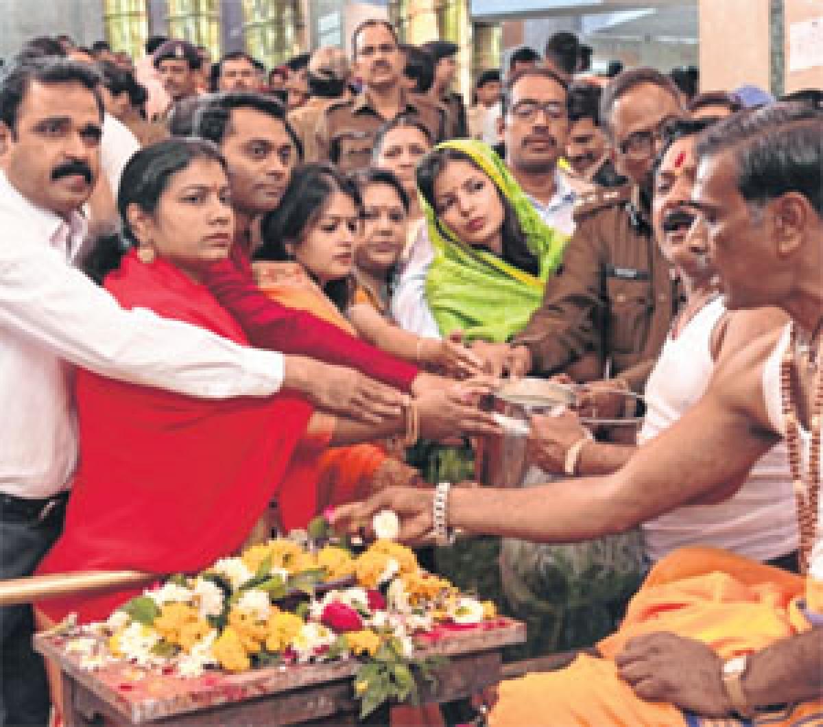 Ujjain: Lakhs flock to Mahakal Mandir on Mahashivratri