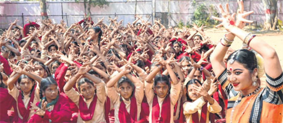Ujjain: SPIC MACAY organises Odissi dance recital by Lipsa Satpathi