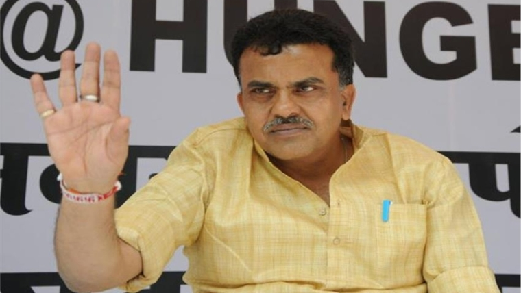 Frightened Sena trying to woo Cong: Sanjay Nirupam