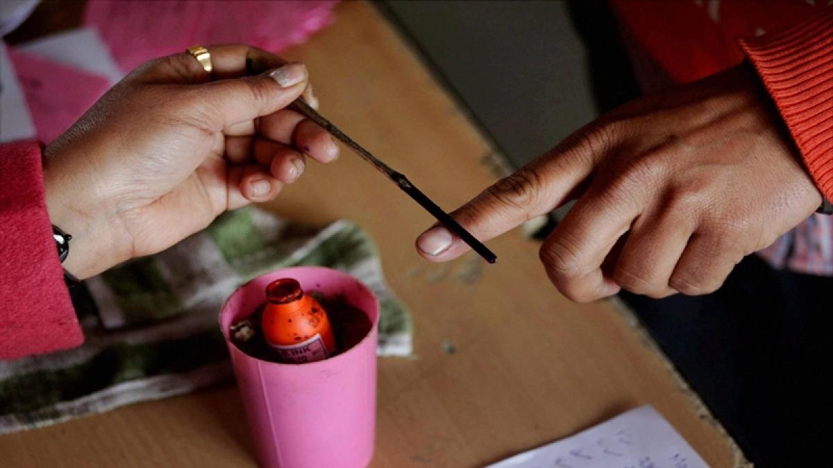Srinagar Lok Sabha bypoll: EC orders re-poll in 38 polling stations on 13 April