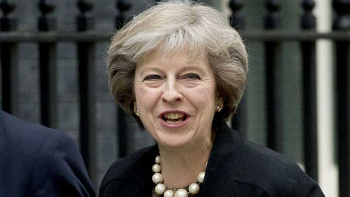 May travels to Brussels to reactivate Brexit talks