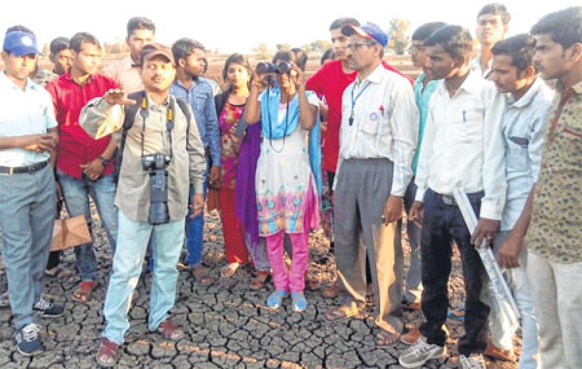 Ujjain: NSS organises bird watching at Undasa as part of National Science Day