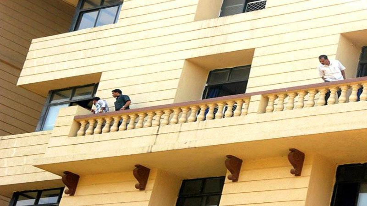 Mumbai: Student slips from terrace fencing, dies