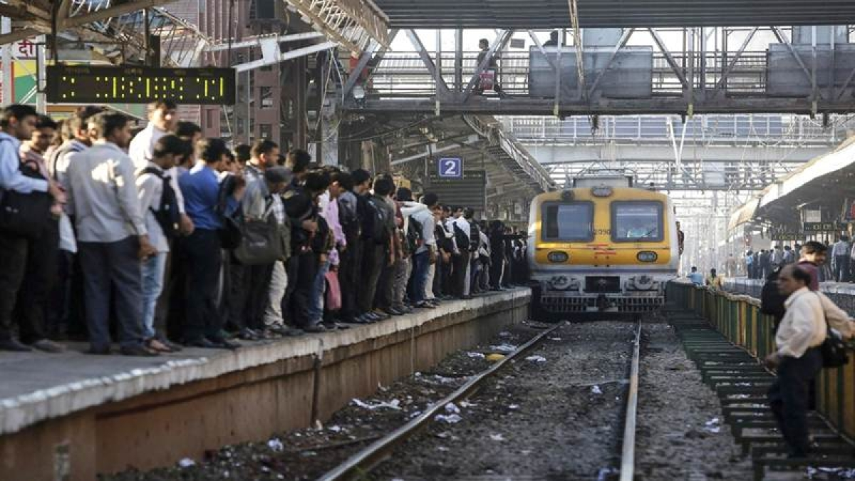 Mumbai: Preparatory work for monsoon in full swing by Western Railway