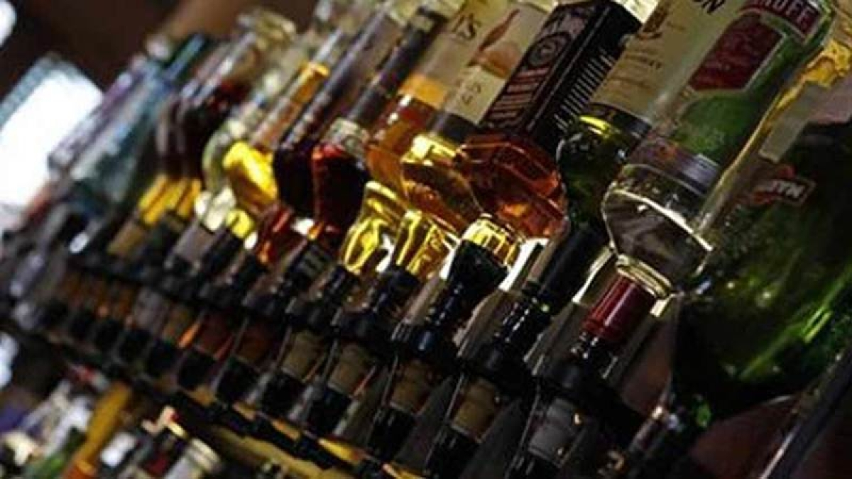 Mira Road: Delivery boy caught selling booze near wine shop