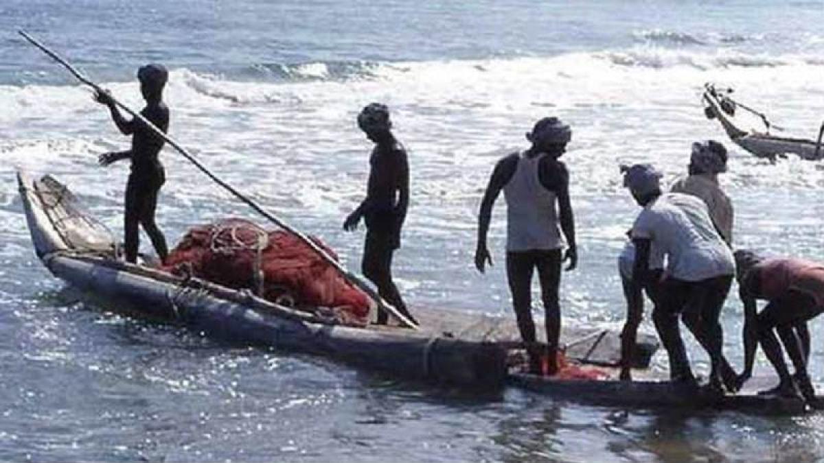 Sri Lanka arrests 10 Indian fishermen