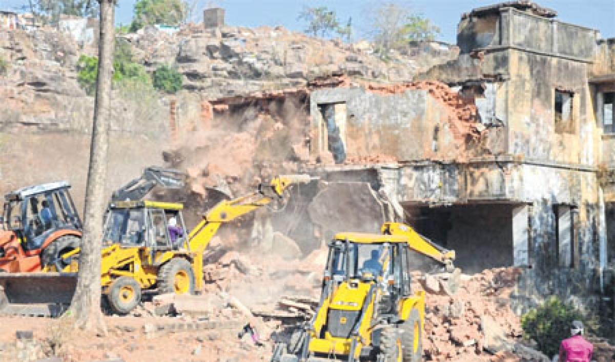 Bhopal Municipal Corporation starts razing iconic Bhoot Bangla