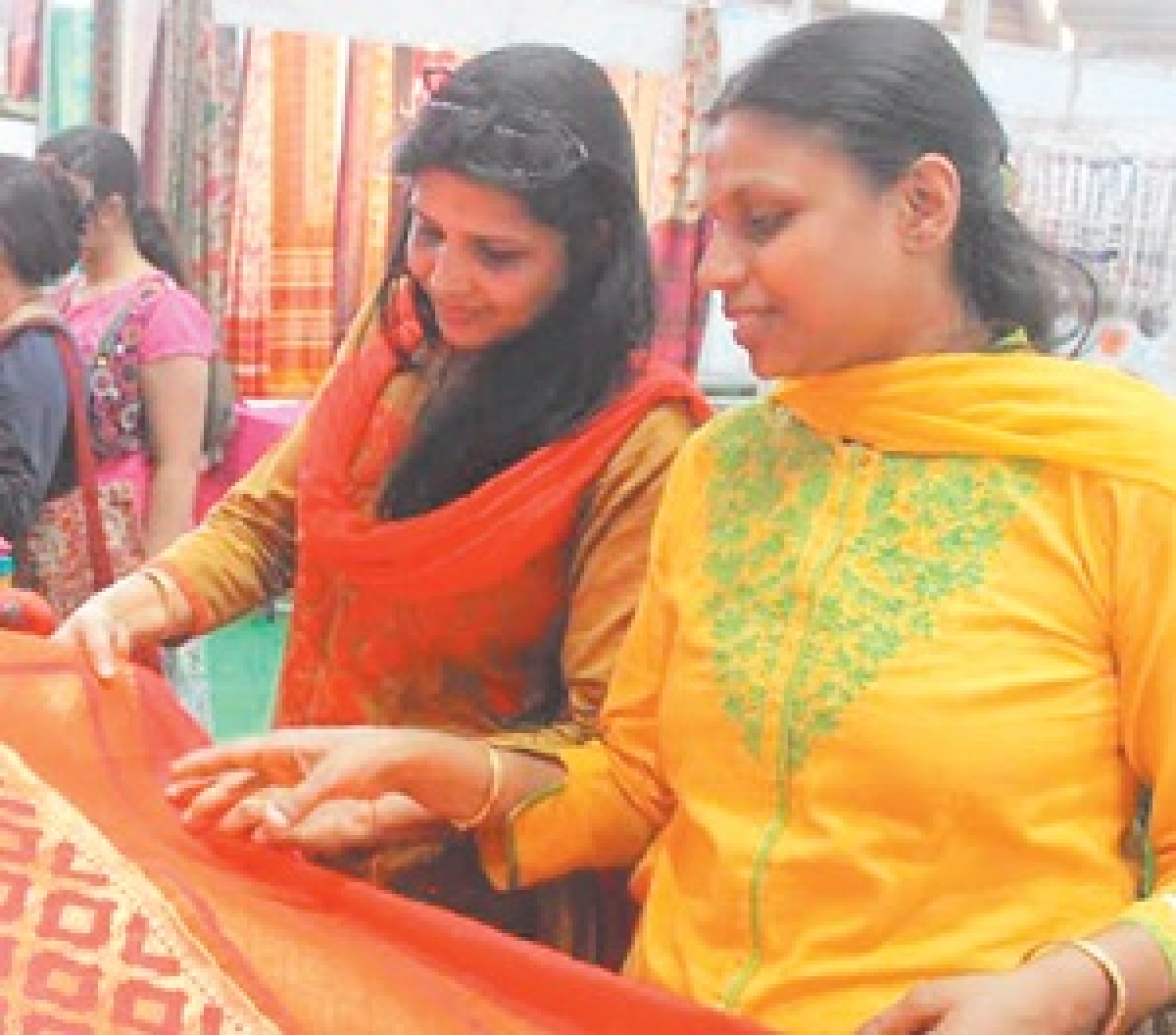 Ujjain: Photo expo of 8 minor girls from today