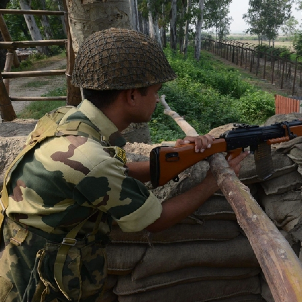 Pakistan violates ceasefire on LoC in Jammu and Kashmir's Poonch, Rajouri districts