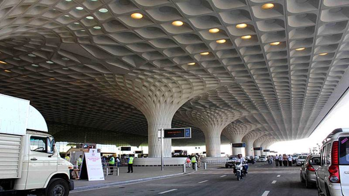Mumbai: Immigration officers from Mumbai airport in dock for letting people go without proper checks