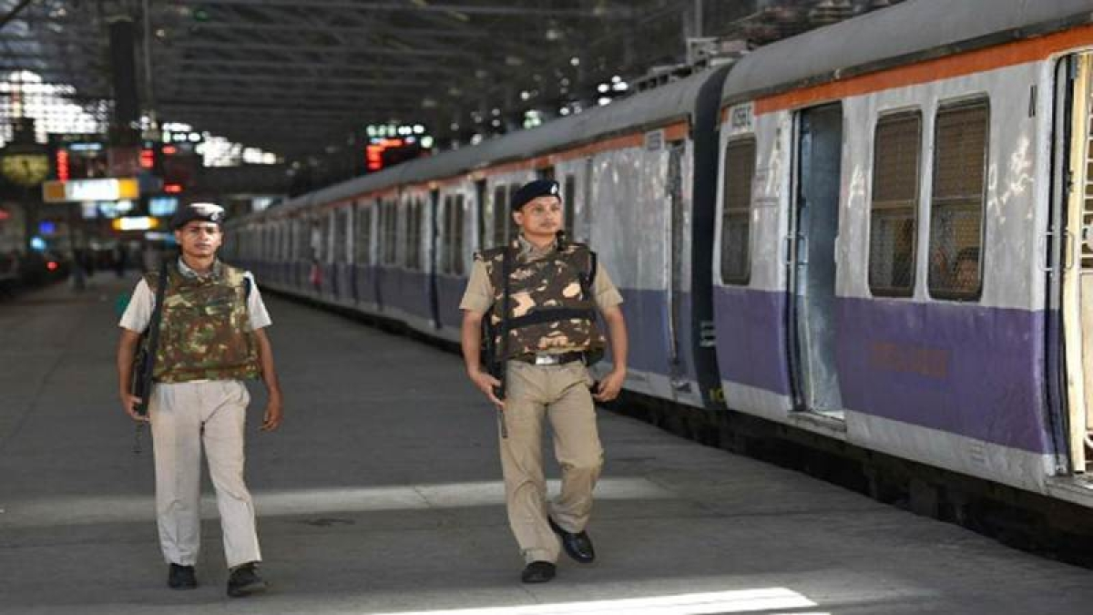 Mumbai: RPF books 87 bully commuters in a day for not allowing people to enter trains