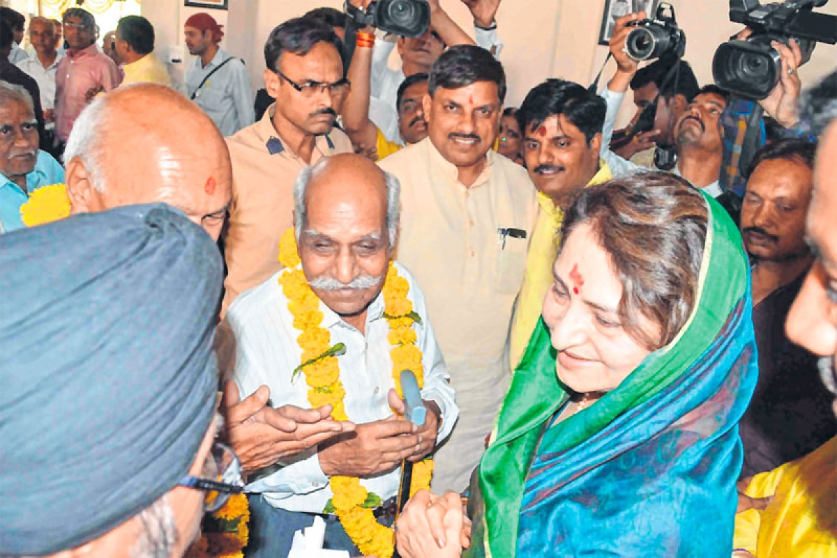 Ujjain: Cabinet ministers attend 'bhumi pujan' of Budhwariya haat market