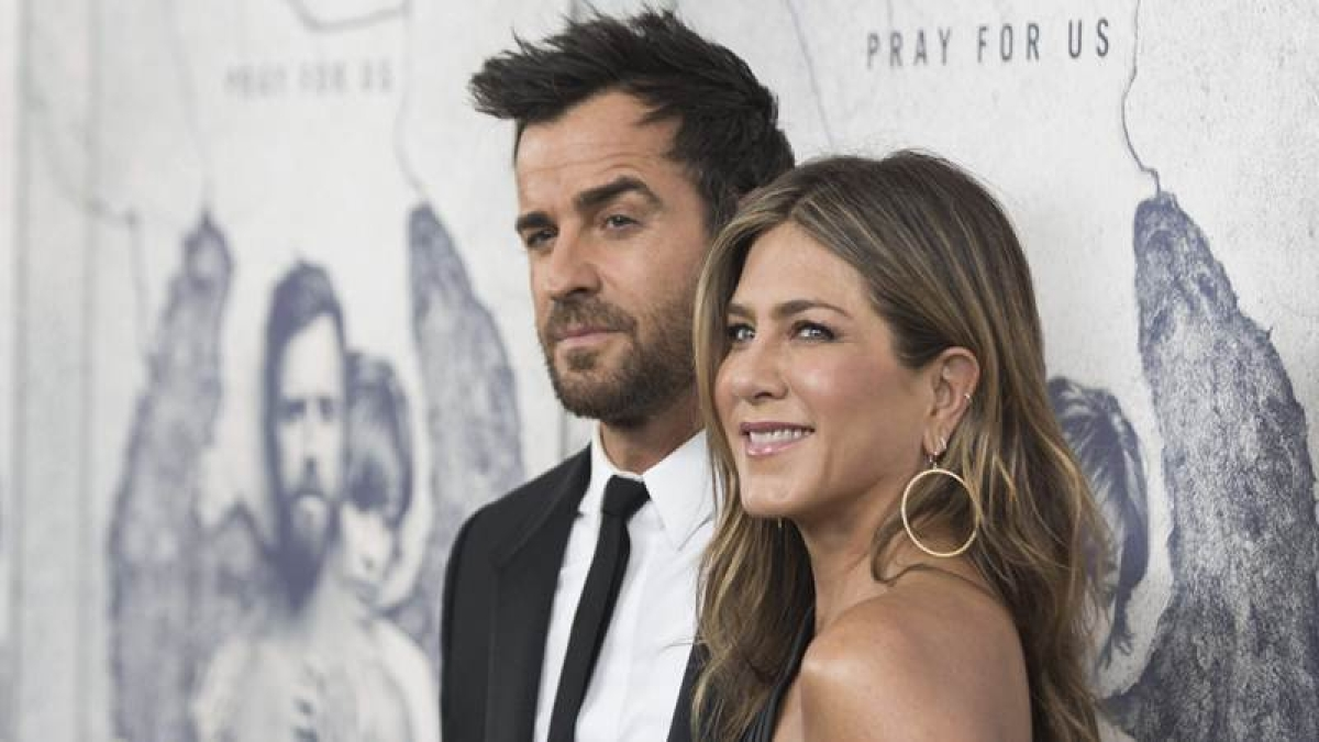 Theroux wants to write a TV role for Aniston
