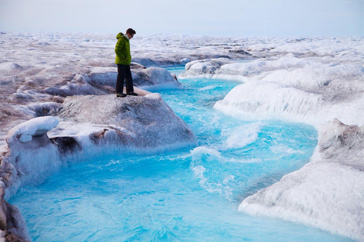 Coastal ice on Greenland will  melt by 2100