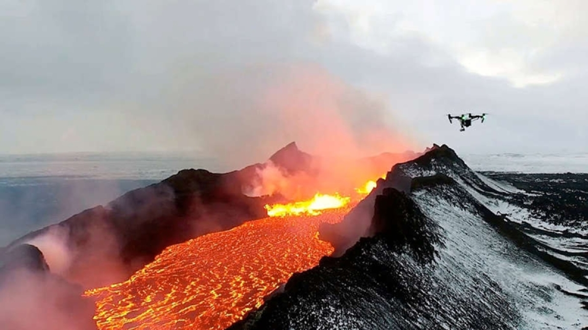 Keeping an eye: Drones may soon alert from volcanic eruptions
