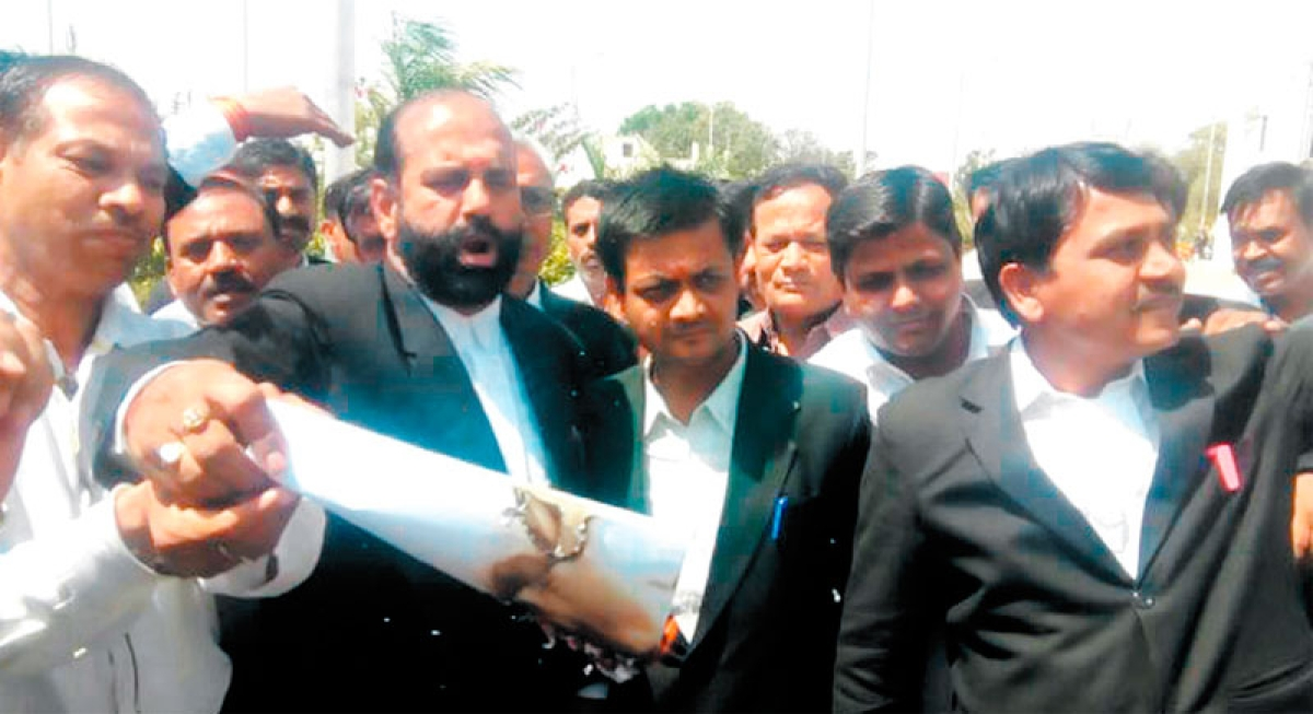 Ujjain: Lawyers protest formation of law panel for disciplinary action