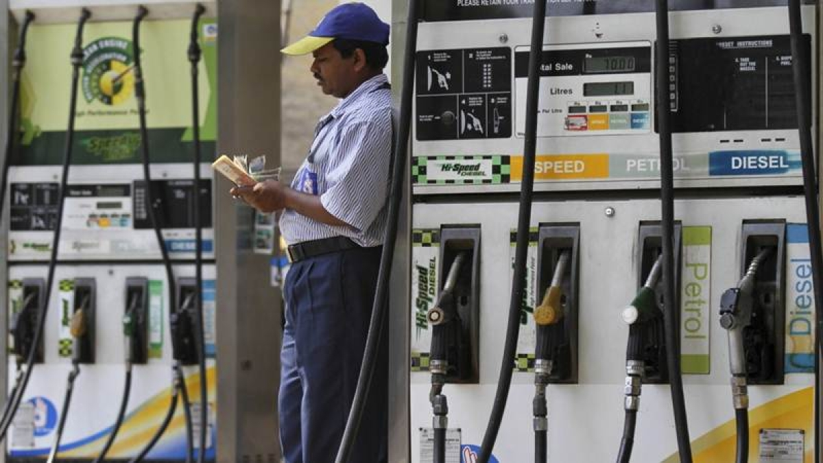 Non-oil cos can retail fuel, rules for setting up petrol pumps eased