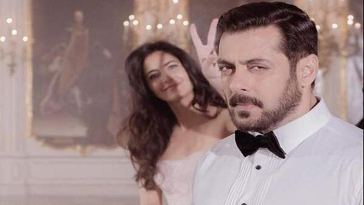 Tiger Zinda Hai: This image of Katrina Kaif photobombing Salman Khan is too cute